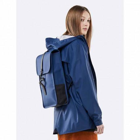 Rains Rygsæk, Backpack Mini, Klein Blue - på model