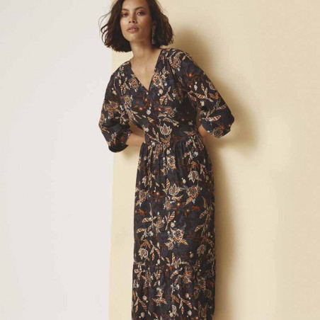 Minus Kjole, Birla, Dark Floral Print - Model