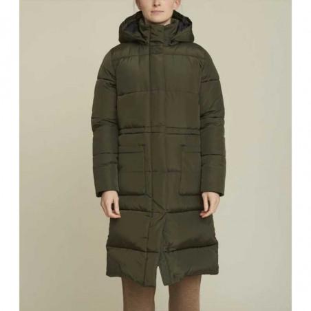 Basic Apparel dagmar-jackets-dark-armypå model lukket