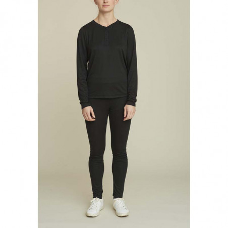 Basic Apparel T-shirt, Laila LS Tee, Black, model, Basic Apparel t shirt, Laila, black, model, Basic Apparel t shirt, sort