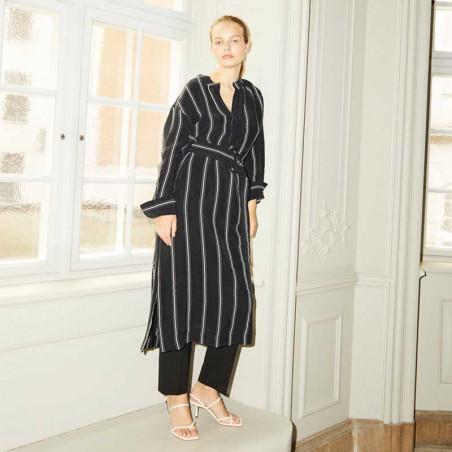 And Less Kjole, Alcaja Stripe, Blue Nights, model, skjortekjole
