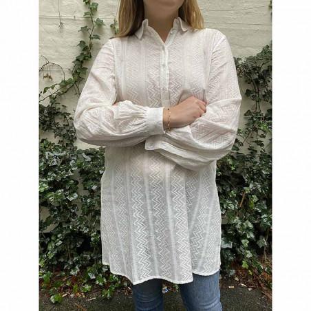 Storm og Marie skjortekjole Linnea i hvid på model