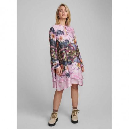 Nümph Kjole, Nubayleah, Lilac Sac numph kjole på model