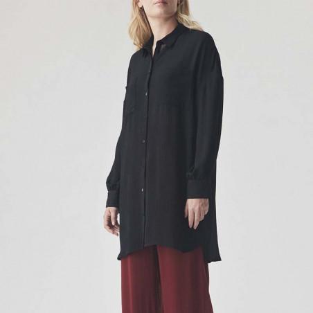 Modström Skjorte, Forest Shirt, Black på model forfra hele krop