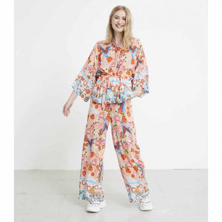 Hunkøn Skjorte, Charlot, Peach Hunkon Kimono sæt på model