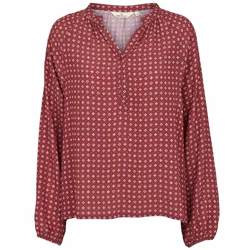 basic apparel Basic apparel bluse, debbie, earth red på superlove
