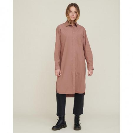 Basic Apparel Skjorte Kjole, Vilde Organic, Acorn Basic Apparel Shirt dress på model