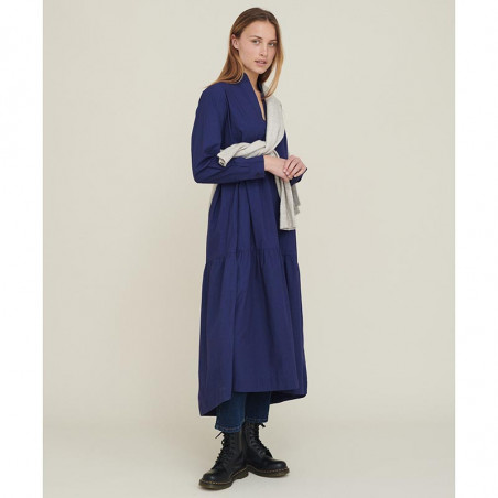 Basic Apparel Kjole, Vilde Organic Dress, Indigo økologisk GOTS på model forfra