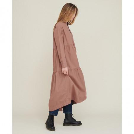 Basic Apparel Kjole, Vilde Organic Dress, Acorn Økologisk GOTS på model fra siden