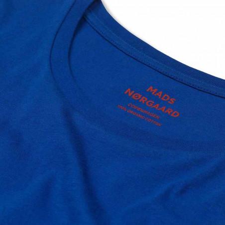 Mads Nørgaard T-Shirt, Teasy Organic, Blue Mads Nørgaard dame t shirt detalje logo