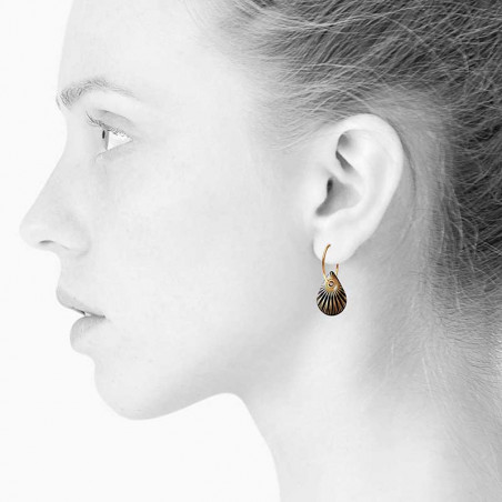 Scherning Øreringe, Splash Teardrop, Black/Gold Scherning smykker på model