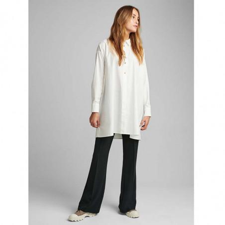 Nümph Skjorte, Nubriar, Bright White shirt dame Numph shirt white look på model