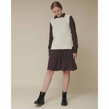 Basic Apparel Vest, Marnie, Caolino Rose Melange - Strikket vest over Julia kjole