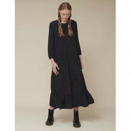 Basic Apparel Kjole, Julia, Black Basic Apparel julia dress på model
