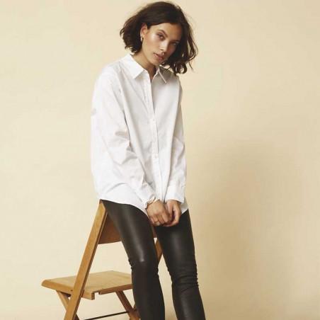Minus Skjorte, Vaia Oversize shirt, White på model