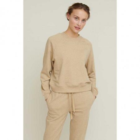 Basic Apparel Sweatshirt, Maje, Camel Melange Basic apparel bluse på model