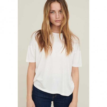Basic Apparel T-shirt, Joline, White på model