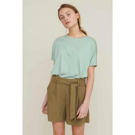 Basic Apparel T-shirt, Joline SS t-shirt, Jadeite på model