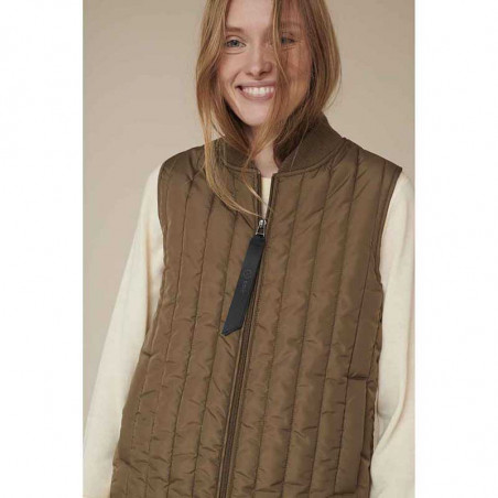 Basic Apparel Vest, Louisa Short vest jackets, Capers Green Quiltet vest look