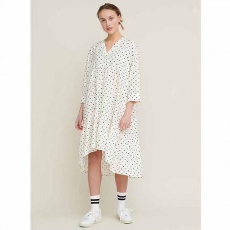 Basic Apparel Kjole, Abby Dress Dot, Off White/Black på model