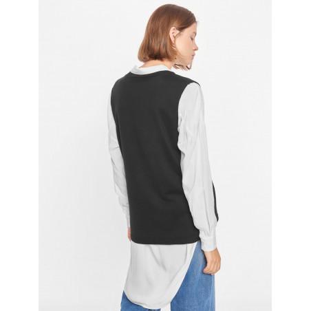 Soft Rebels Vest, SRMarla V-neck Loose Fit, Black på model bagfra