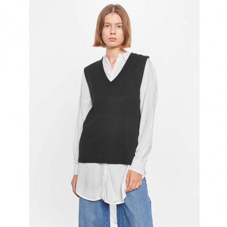 Soft Rebels Vest, SRMarla V-neck Loose Fit, Black på model