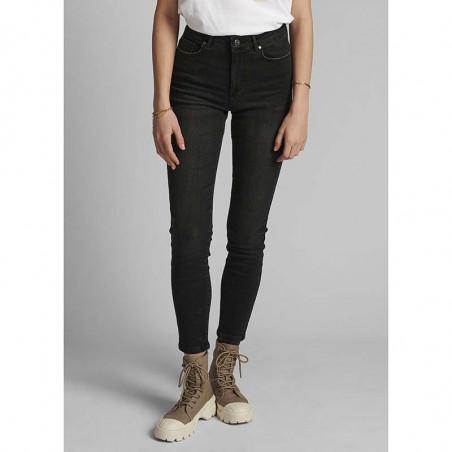 Nümph Jeans, Nucanyon, Caviar Numph sorte jeans på model
