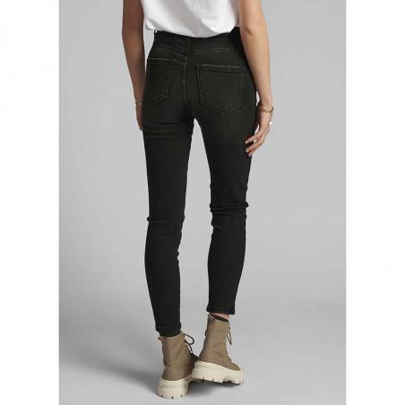 Nümph Jeans, Nucanyon, Caviar Numph sorte jeans på model bagfra