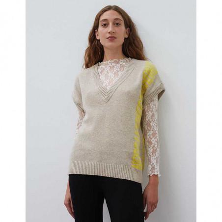 Mads Nørgaard Vest, Vanessa Recycled soft knit, Beige Mads Nørgaard strikket vest på model