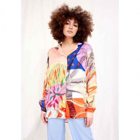 Hunkøn Skjorte, Alicia, Multi Art Print Hunkøn bluse på model