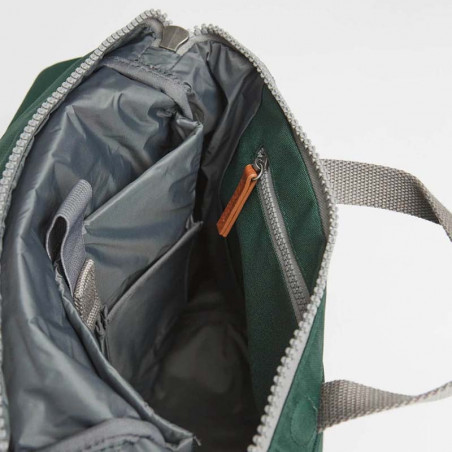 Roka Rygsæk, Finchley A Sustainable, Medium, Forest Roka London Bæredygtig rygsæk indvendig