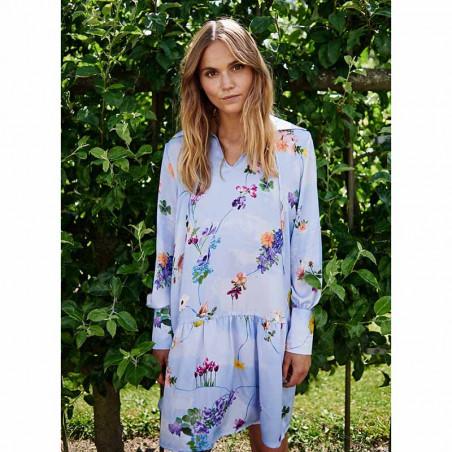 Nümph Kjole, Nucuba dress, Wedgewood Numph print kjole på model
