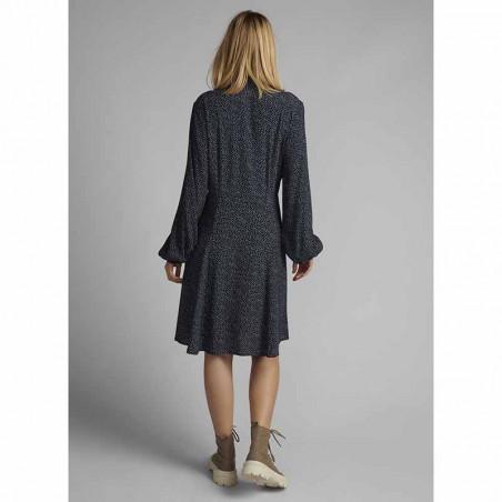 Nümph Kjole, Nucortney Dress, Dark Sapphire Numph kjole på model bagfra