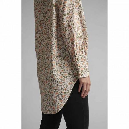 Nümph Skjorte, Nucharlotta, Brazillian Sand numph bluse - blomstret skjorte fra Nümph på model side