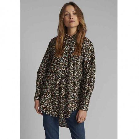 Nümph Skjorte, Nucharlotta, Dark Sapphire numph storskjorte småblomstret bluse fra Nümph på model