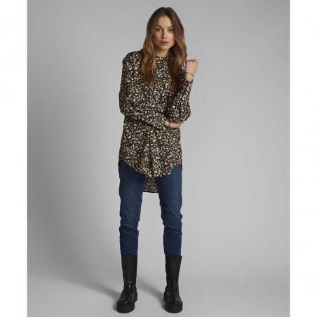 Nümph Skjorte, Nucharlotta, Dark Sapphire numph storskjorte småblomstret bluse fra Nümph look