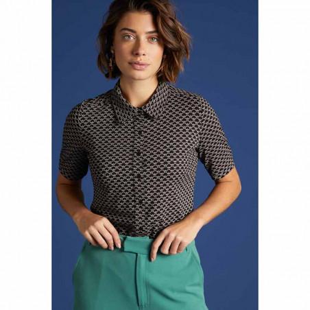King Louie Bluse, Fresno blouse, Black Ecovero viscose jersey skjorte på model