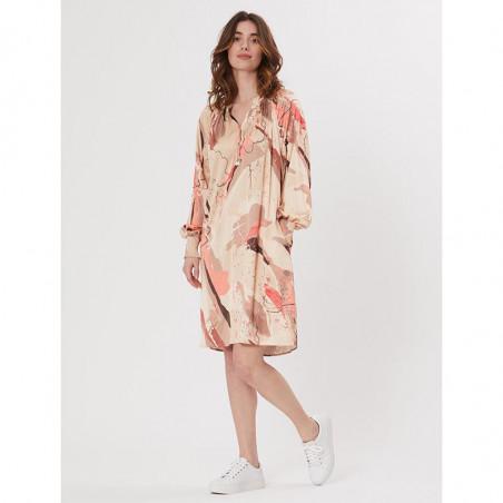 PBO Kjole, Tarsia Dress, Rosa Print på model
