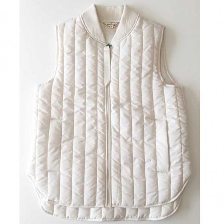 Basic Apparel Vest, Louisa Short, Birch Basic Apparel Quiltet vest - Basic overtøj til kvinder detalje