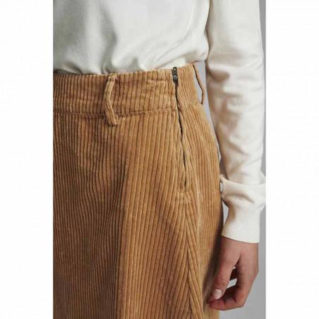 Nümph Nederdel, Numeghan Calah, Tannin Numph nederdel i fløjl på model detalje