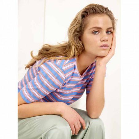 Hunkøn T-shirt, Felipa, Blue Striped, Kortærmet T-shirt, Stribet T-shirt - Model
