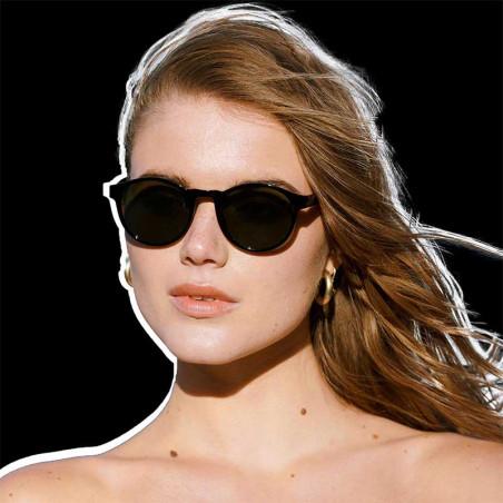 A Kjærbede Solbriller, Marvin, Black på kvinde model