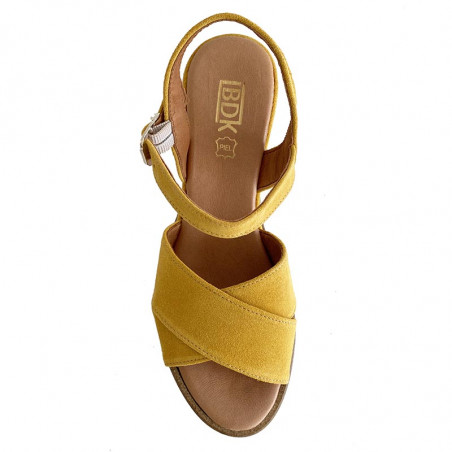 LBDK Sandaler, Sandal M. Hæl, Seraje Ocre gul ruskind sandal med kilehæl