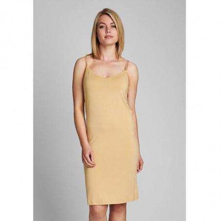 Nümph Underkjole, Nucady Long Singlet, Pebble Numph kjole i beige jersey på model