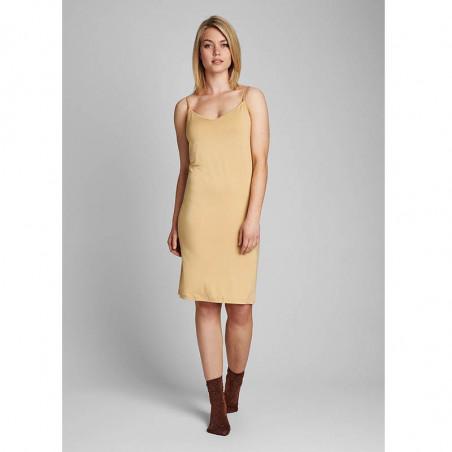 Nümph Underkjole, Nucady Long Singlet, Pebble Numph kjole i beige jersey look