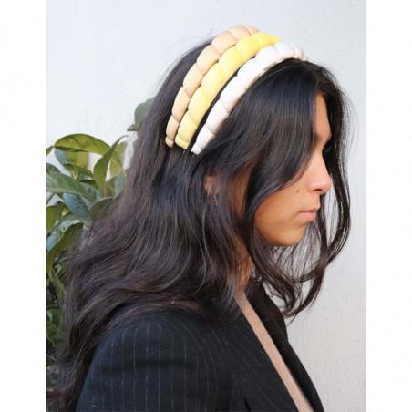 Pico Hårbånd, Salica Velour, Lemon Velvet Pico copenhagen hårbøjler på model