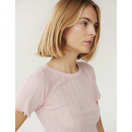 Mads Nørgaard T-shirt, Pointella Trixa, Light Pink, basic t-shirt, t-shirt med babylock - tæt på