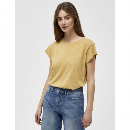 Minus T-shirt, Leti, Prairie Sand Basis T-shirt i bomuld på model
