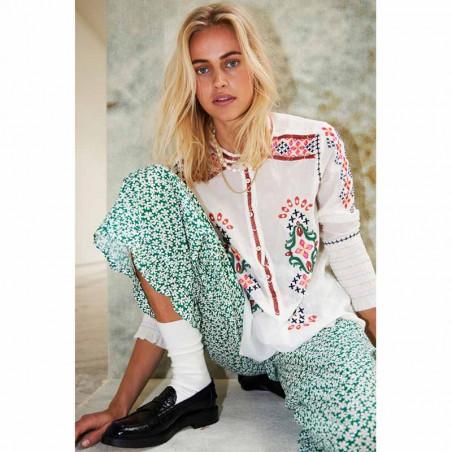 Lollys Laundry Bluse, Porto Shirt, Creme Lollys Laundry broderet tunika på model