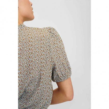 Nümph Bluse, Nucecelia, Cashmere Blue Numph bluse i viscose kortærmet bluse detalje
